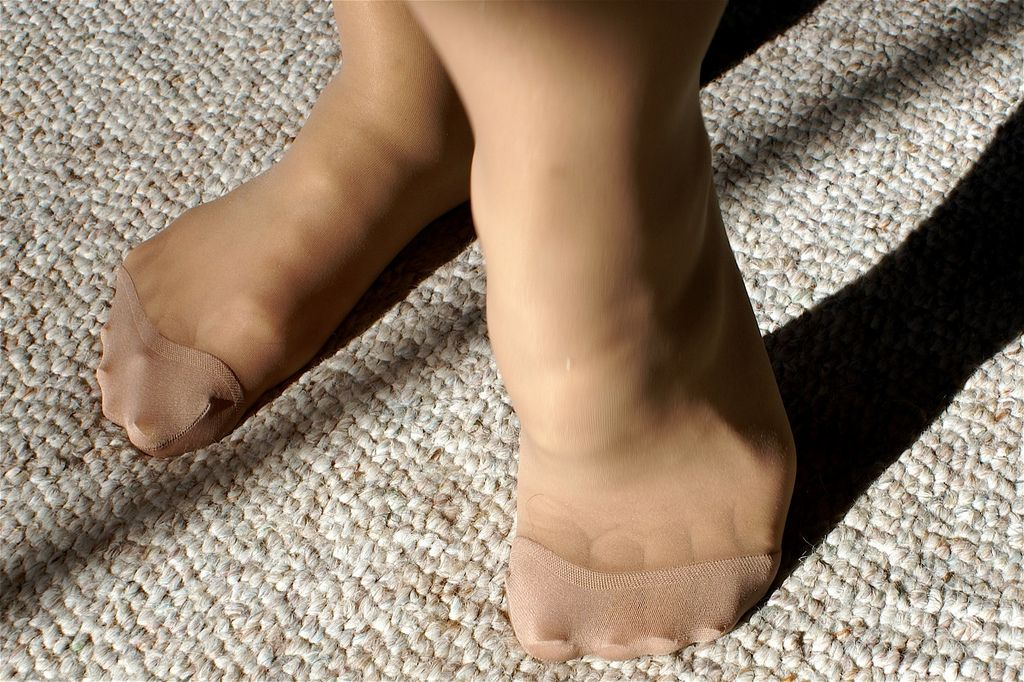 pussy-licking-pantyhose-reinforce-toe
