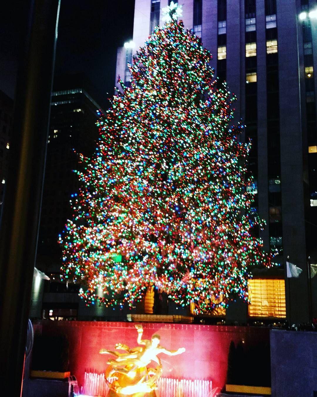 Enjoy this beautiful sight at #RockerfellerCenter! #MerryChristmas #NYC #RockefellerChristmasTree