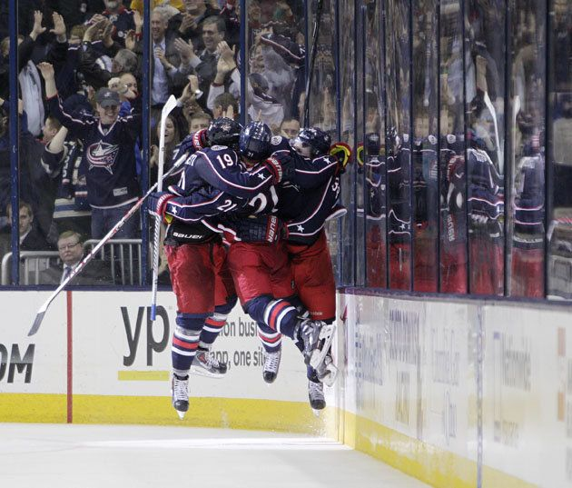 Hockey Hugs Marty St Louis Is Scared Blue Jackets Float Through Life Blue Jackets Hockey Columbus Blue Jackets Blue Jacket