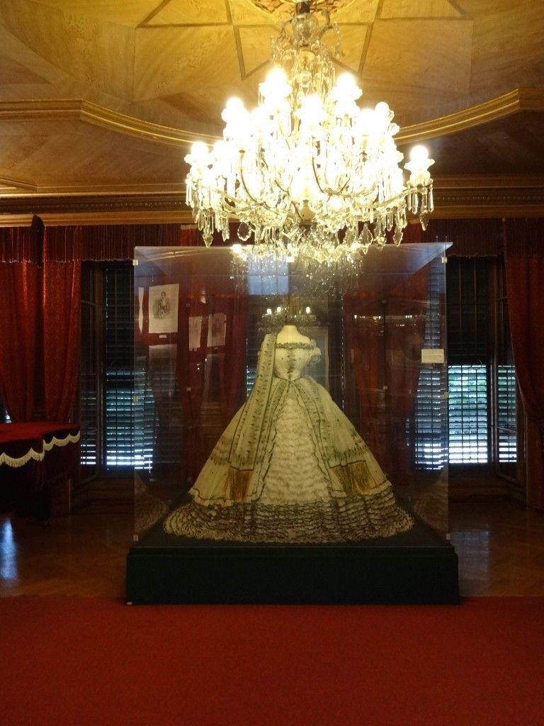 Replik des Polterabendkleid in der Kaiservilla | Empress Elisabeth ...