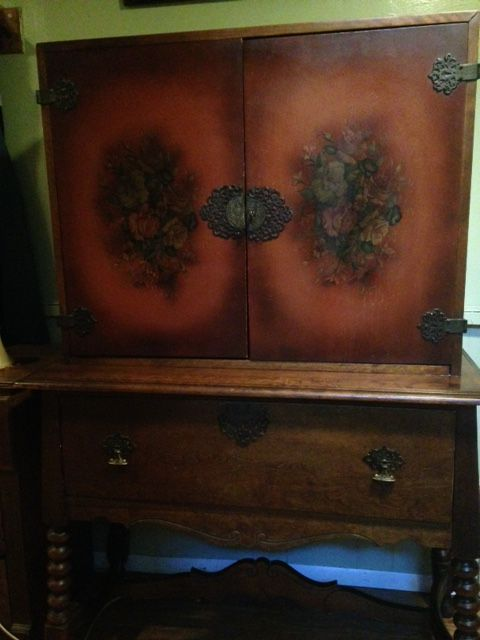 1920's Cabinet made by the Phoenix Chair Company in Sheboygan, Wisconsin. - 1920's Cabinet Made By The Phoenix Chair Company In Sheboygan