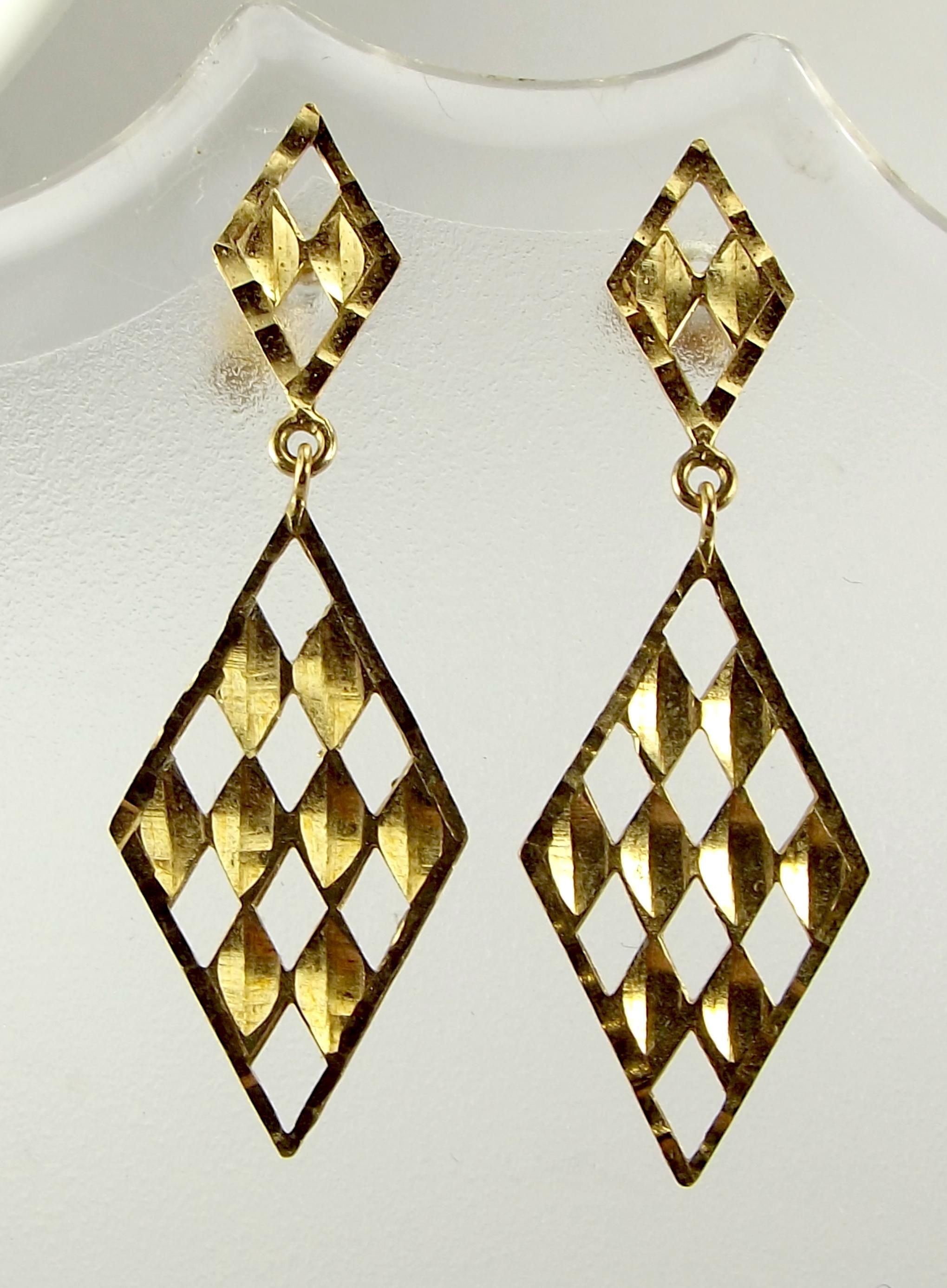 Vintage 9ct Gold Diamond Shaped EARRINGS Diamond Faceted
