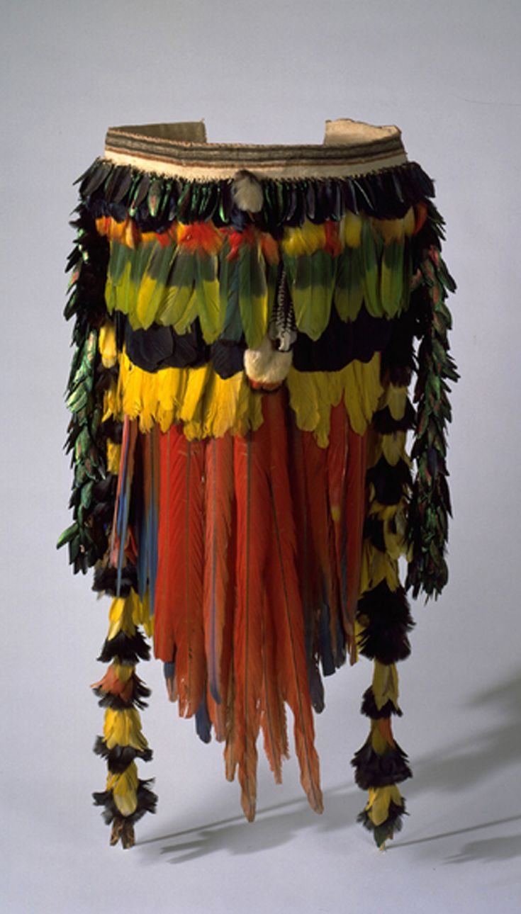 Peru | Man's apron from the Asháninka (Campa/Chuncha) people | Cotton yarn, macaw feather/feathers, feather/feathers, beetle wings | ca. 1925, Upper Río Ucayali; Ucayali Region