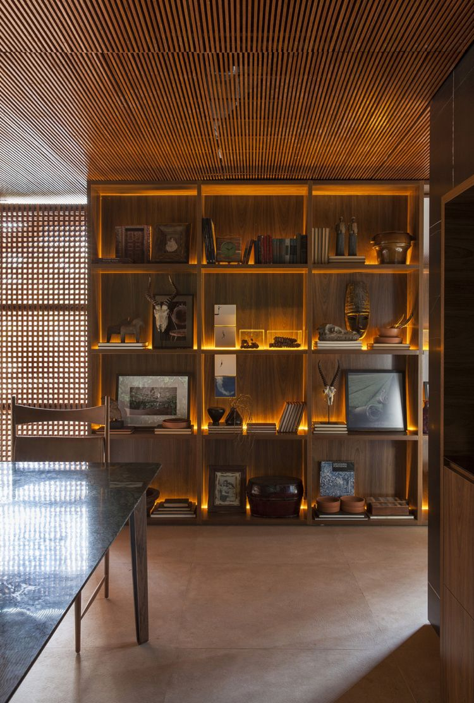 Sichtschutz Innen Holzgitter Fenster Wandregale Indirekte Beleuchtung  #luxury #house #doors #windows