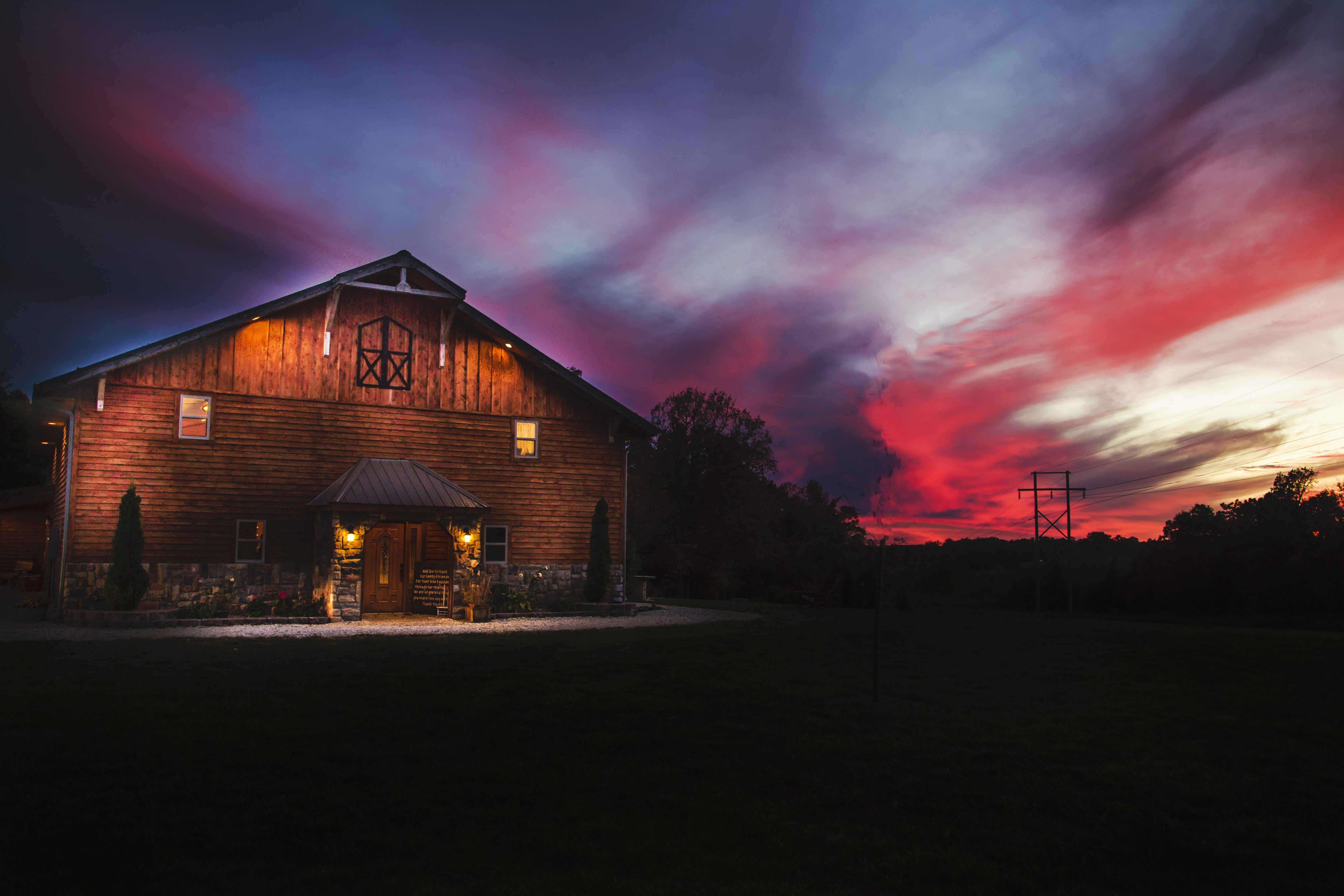 Timberline Barn Buffalo, Missouri Wedding Venue, Barn
