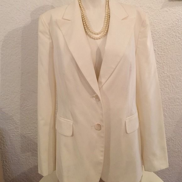 Off white blazer Beautiful blazer elegant fit. Size 10. Lined. No back slit. 3buttons sleeves. New without tags. Anne Klein Jackets & Coats Blazers