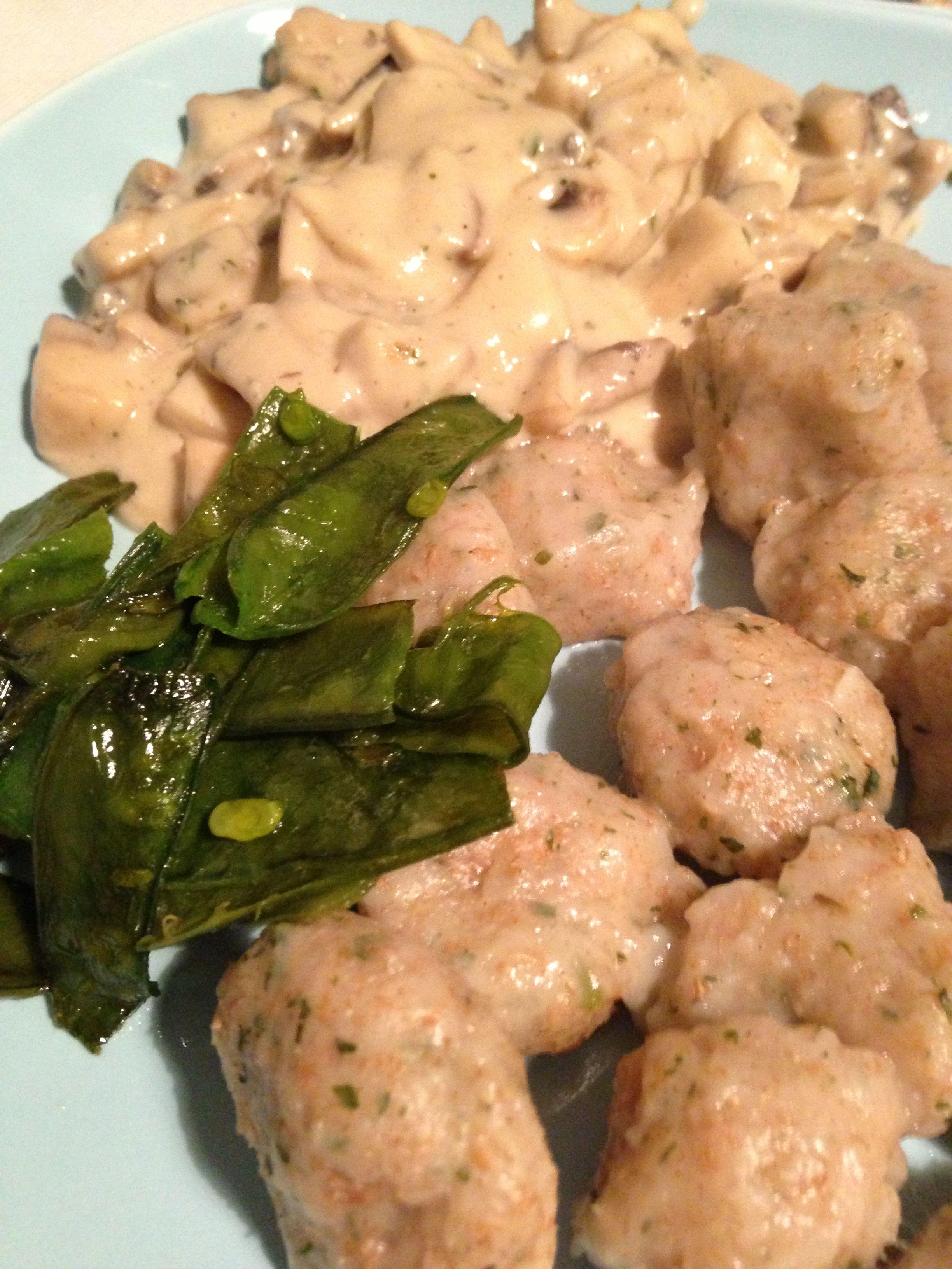 wild garlic gnocchi with cream-mushrooms & sugar snaps * Bärlauch-Gnocchi mit Champignon-Sauce & Zuckerschoten * vegan * vegetarisch * vegetarian