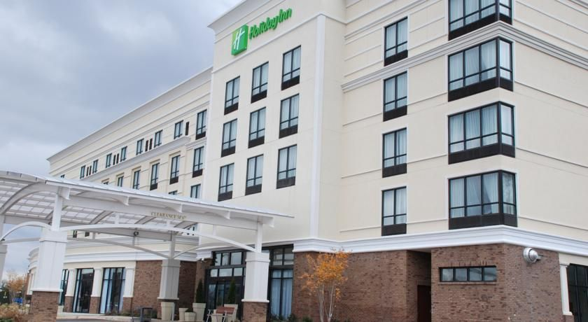Holiday Inn Birmingham Homewood Birmingham Located In Homewood Alabama This Hotel Is 2 7 Miles From Samford Univer House In The Woods Indoor Pool Holiday Inn