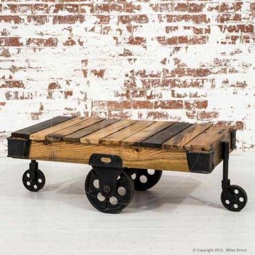 Love this table that looks like it s made from shipping pallette