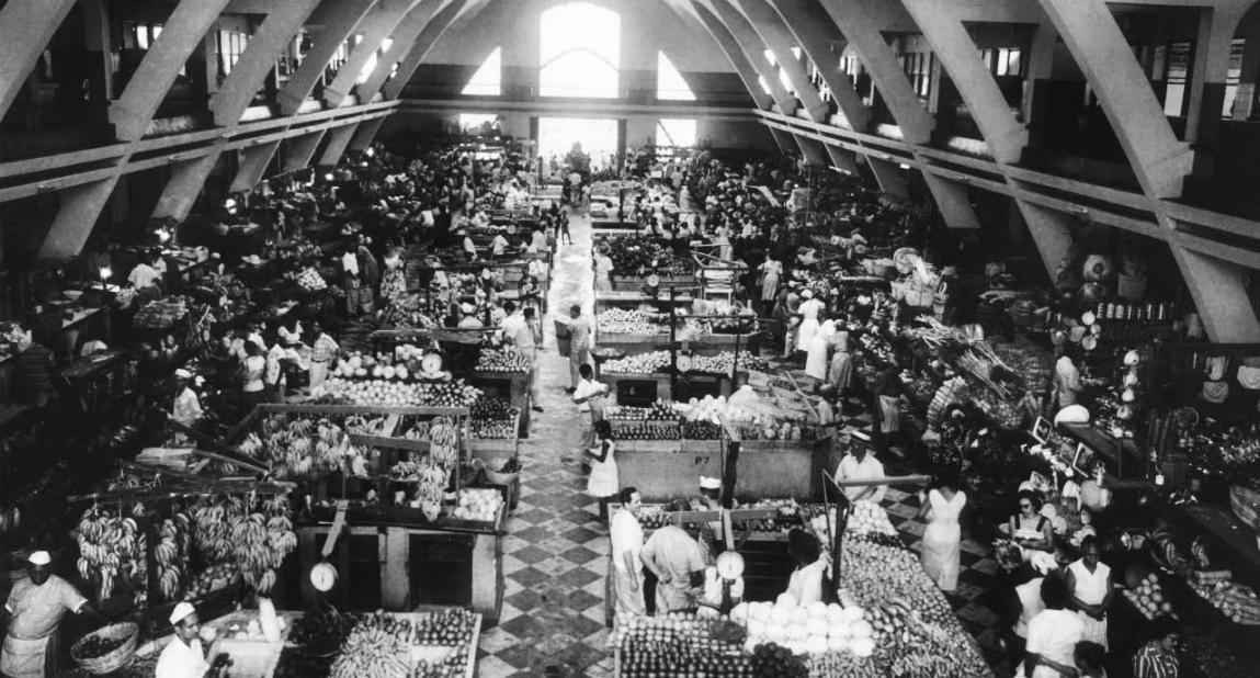 Interior del Mercado Modelo de Santo Domingo in 1958