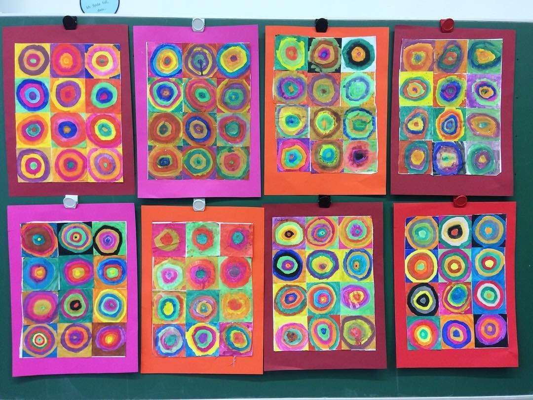 Konzentrische Kreise Nach Wassily Kandinsky Es Gab Erstaunte Ooohs Und Aaahs Als Die 12 Quadrate Zu Eine Wassily Kandinsky Kandinsky Kunst Klassenzimmer