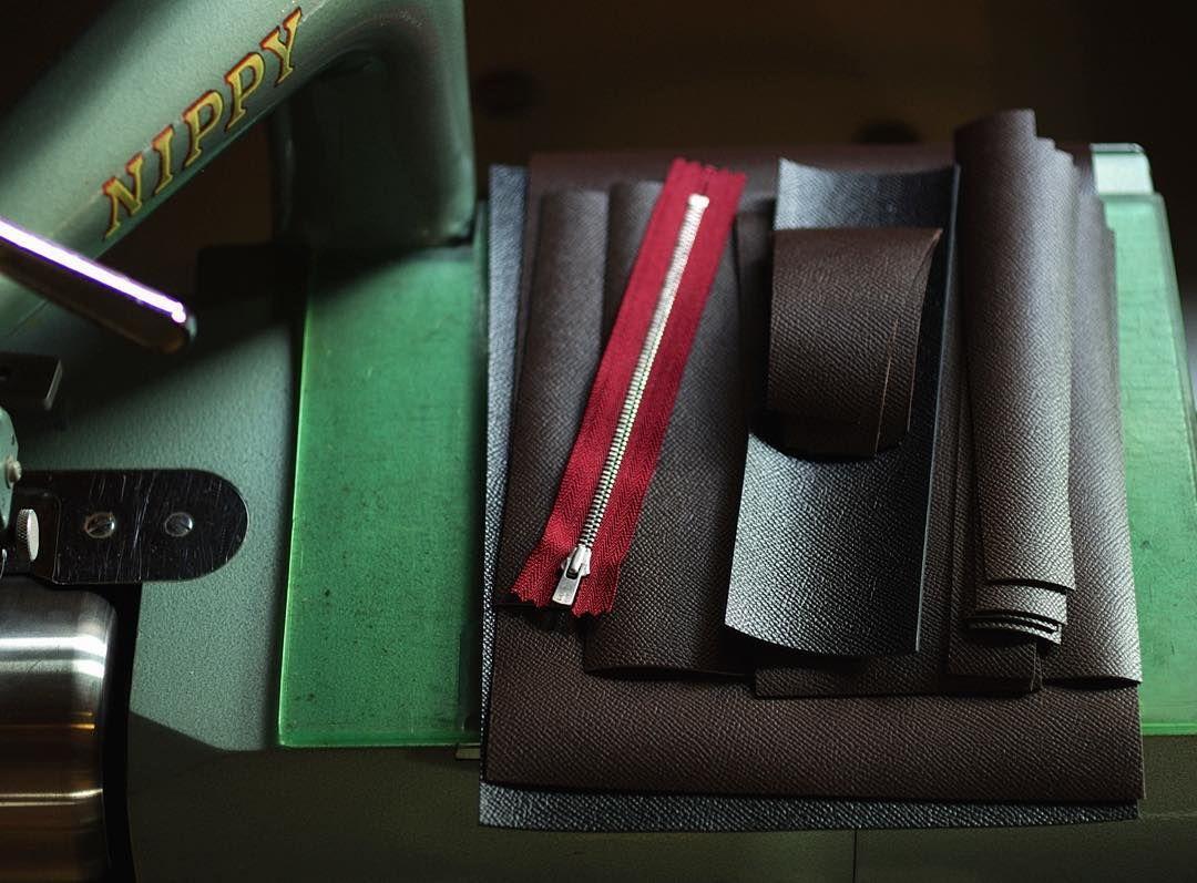making | long wallet  #bespoke #leatherwork #leathercraft #handcrafted #wallet #longwallet #leathertools #niwaleathers by niwa_leathers