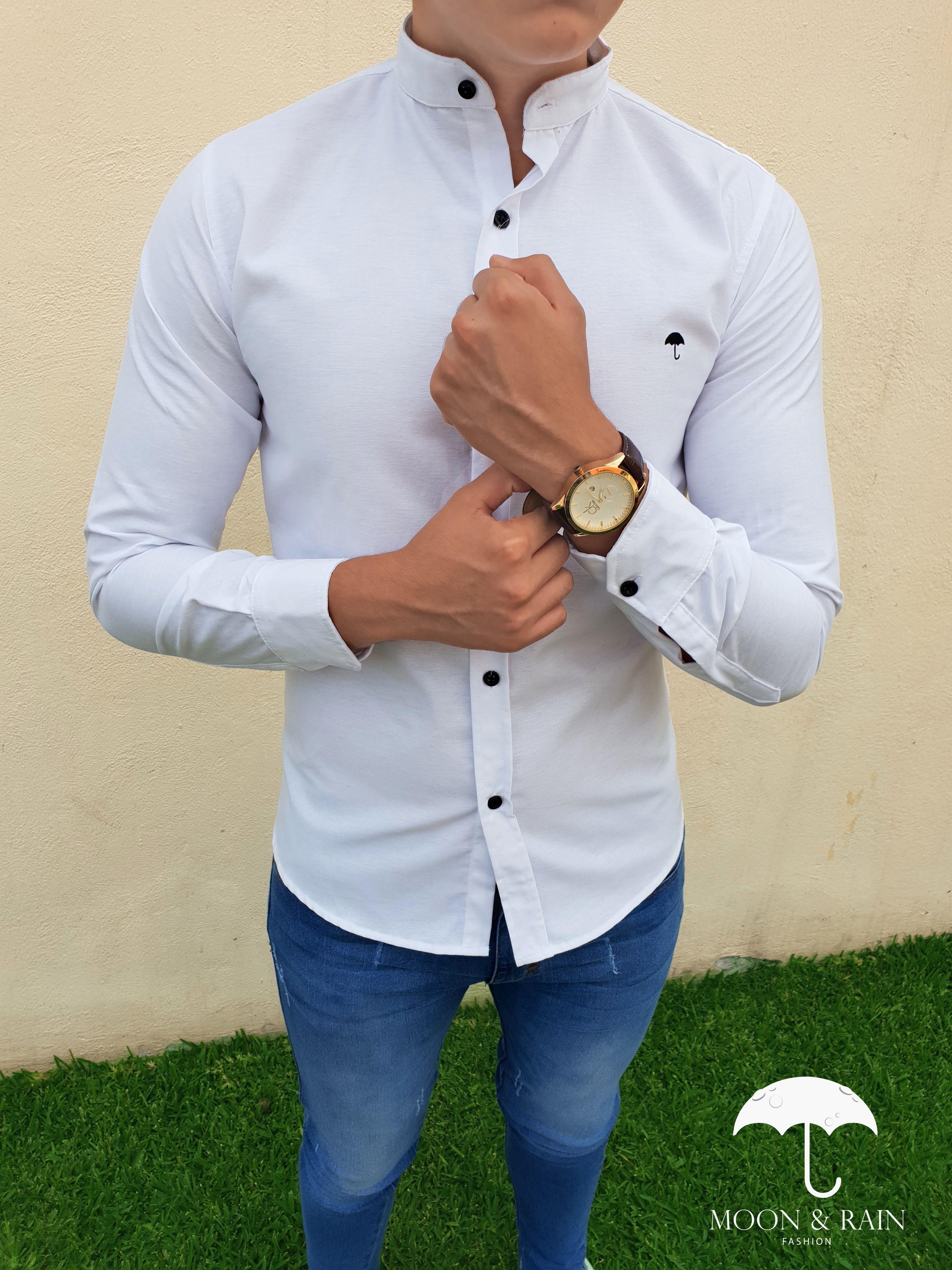8a71168869991 Outfit para hombre  camisa lisa slim fit blanca en cuello mao y jeans  claros