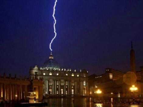 Premian foto del rayo que 'golpeó' la Basílica de San Pedro - Grupo Milenio