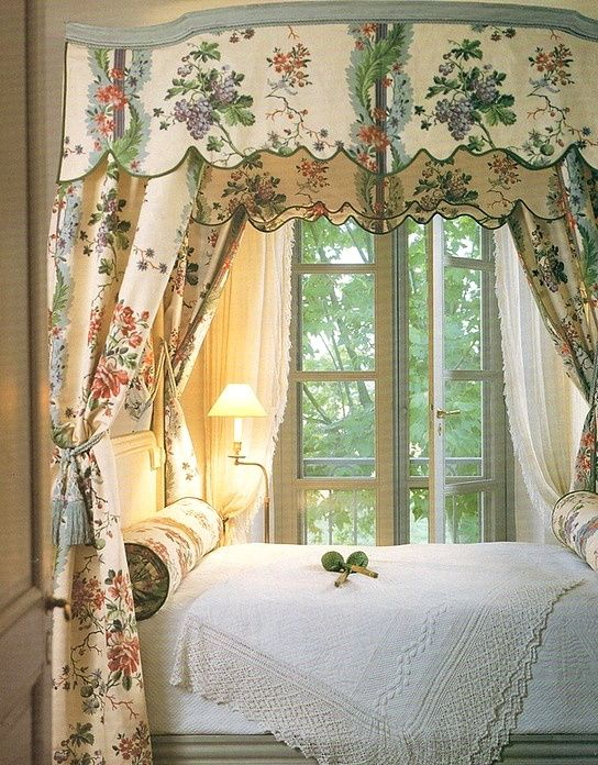 A guest bedroom in Atlanta designer Ginny Magher's