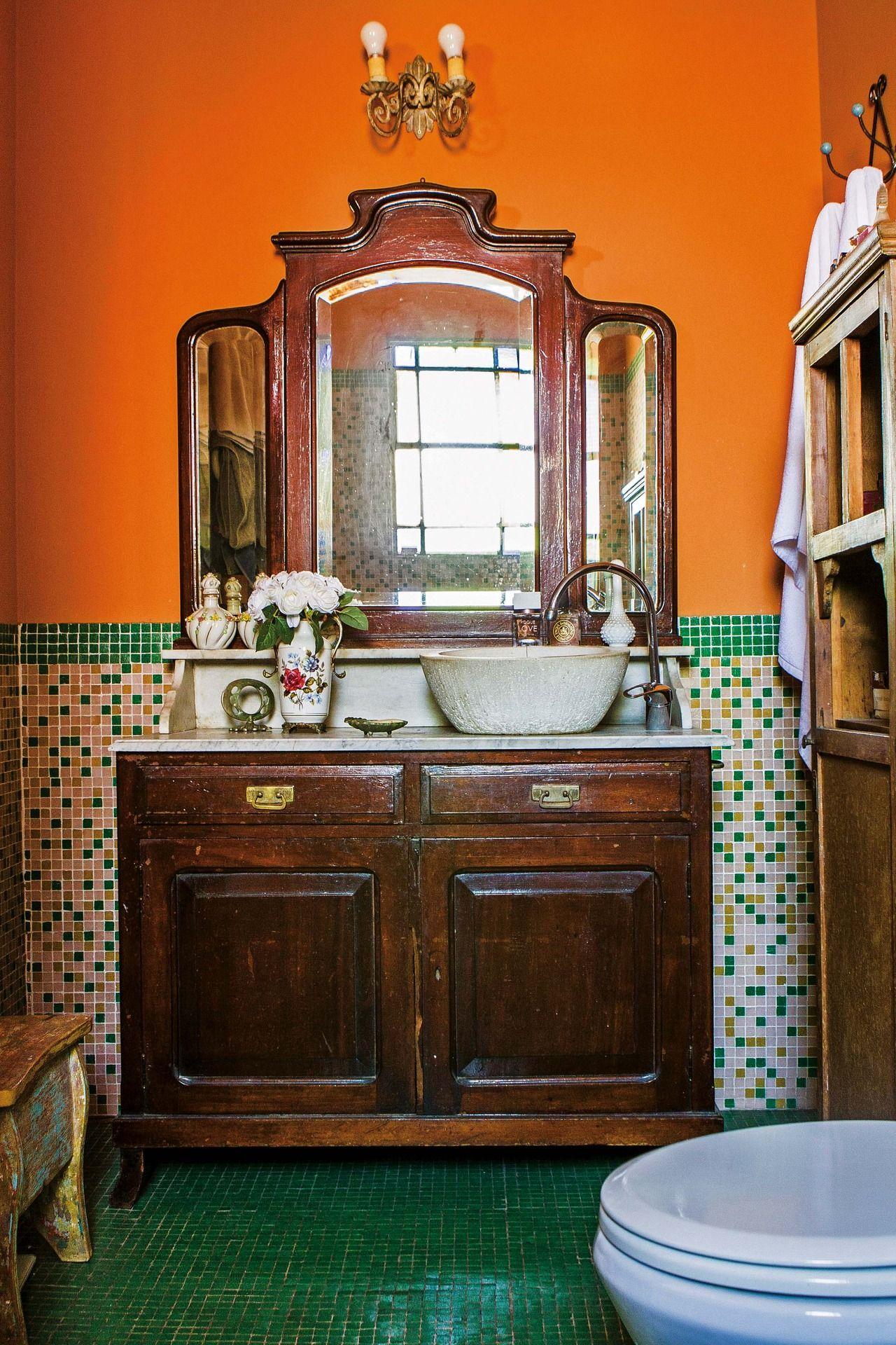 Una casa repleta de color   Diseño de interiores cafetería ...