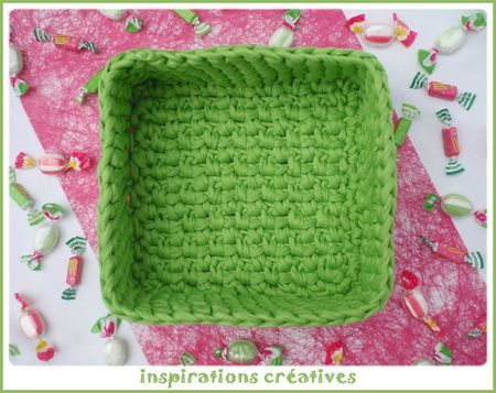 square basket crochet bags and baskets pinterest crochet squares and crocheted bags. Black Bedroom Furniture Sets. Home Design Ideas