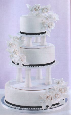 how to use cake pillars for wedding cakes curved pillars wedding cake wedding 16190