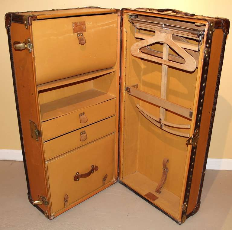 Louis Vuitton Wardrobe Steamer Trunk 1stdibs Com Steamer Trunk Louis Vuitton Trunk Trunks