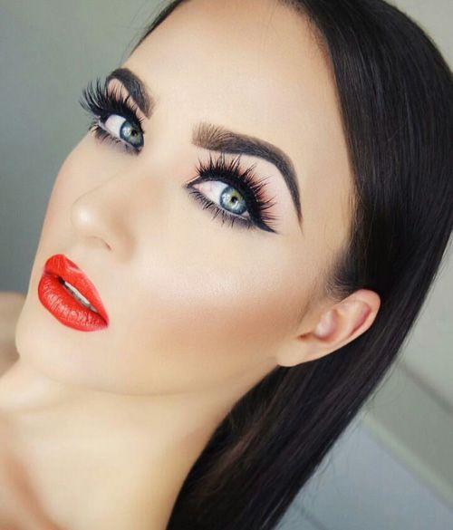 بالفيديو طريقة رسم الحواجب والايلاينر لنظرة آسرة Beauty Hair Makeup Flawless Makeup Beauty Brushes