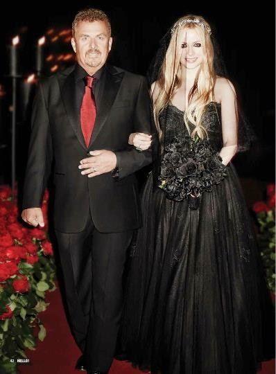 Avril Lavignes Goth Black Wedding Dress By Monique Lhuillier