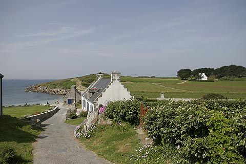 An island Ile de Batz is found just off the northern coast of