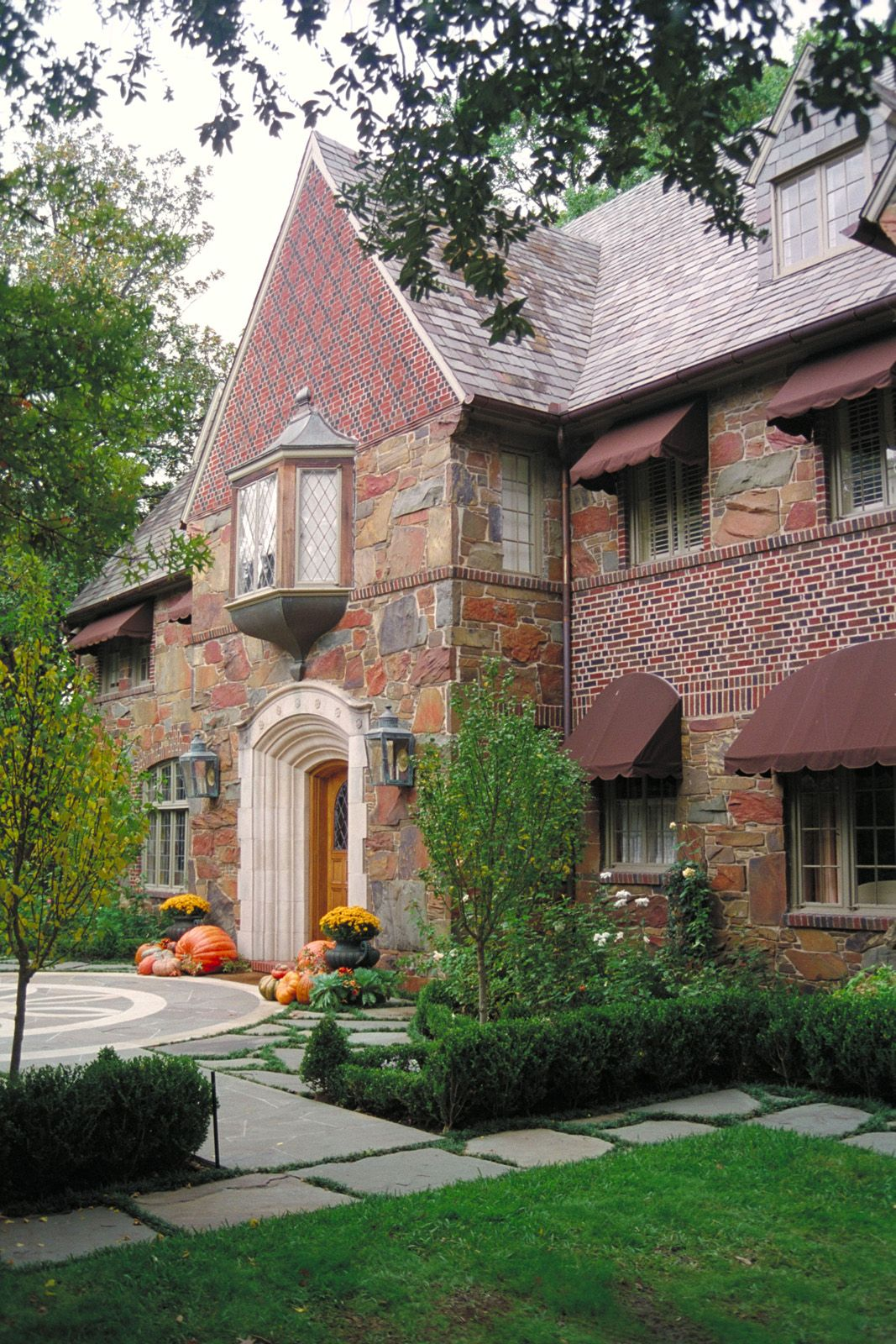 Over 210 Different Front Entrance Ideas Http Pinterest Com Njestates Front Entrance Ideas Thanks To H Tudor Style Homes English Country House English House