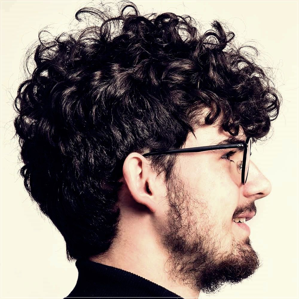 Men S Haircuts Winter 2019 2020 All The Trends Short And Curly Haircuts In 2020 Men Haircut Curly Hair Curly Hair Men Men S Curly Hairstyles