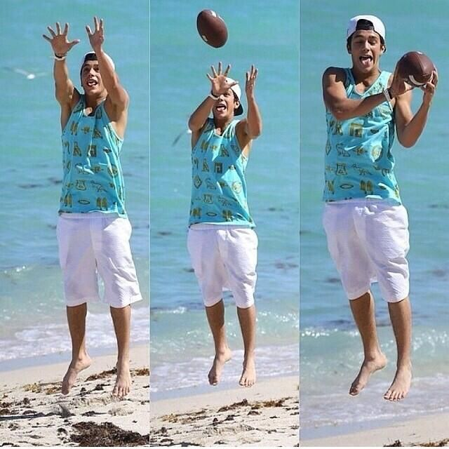 Austin playing football lol his face.. ❤