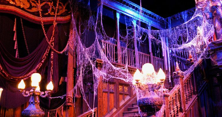Best Halloween Decor According To Haunted House Designers New