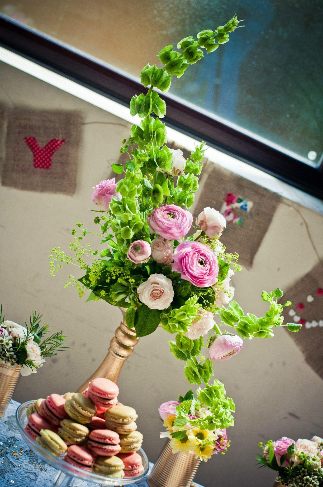 Hogarth Curve floral arrangement & Macarons | Flower ...