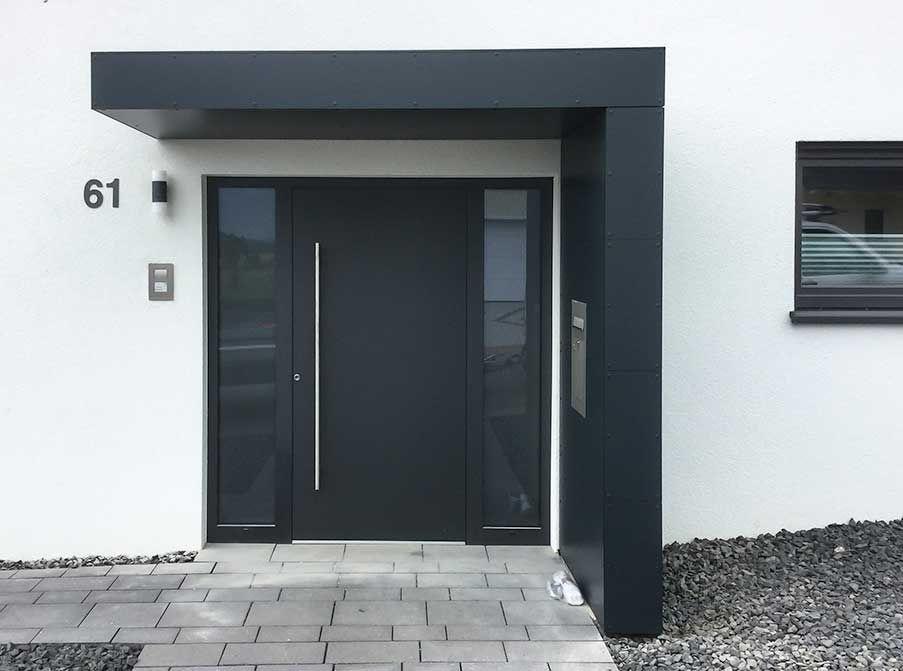 Vordach Hausturuberdachung Hausture Eingangsuberdachung Siebau Eingangsuberdachung Hausture Haustur In 2020 Door Canopy Door Entrance Canopy Front Door Entrance