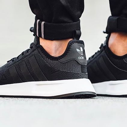 Black sportive sneaker from Adidas! Shop online or in store