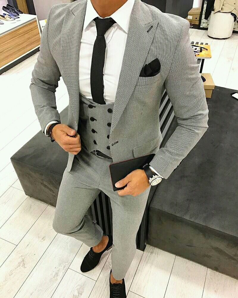 c946464f11 Find this Pin and more on Men s smart style by Declan. Traje Gris
