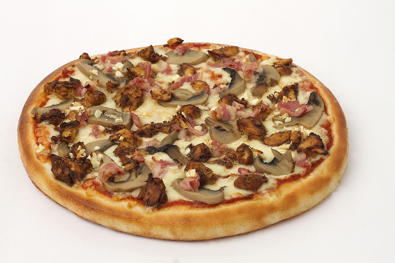 Napolitana - Roasted chicken, bacon, mushroom and garlic. Delicious pizza all the way to the last bite #pizza #smokinjoes #yum #chicken #bacon