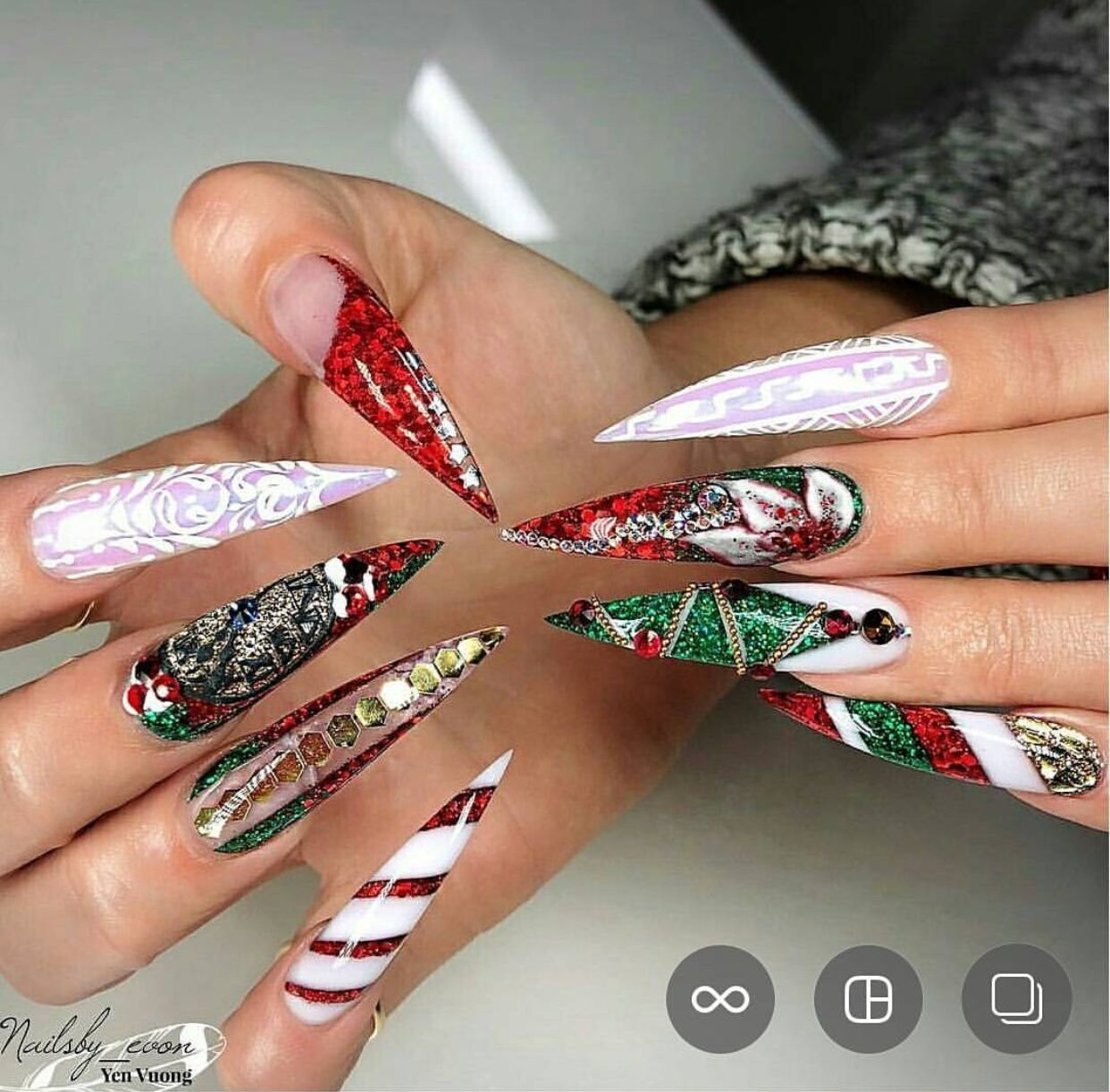 Red Green White Christmas Inspired Stiletto Nails Stripes