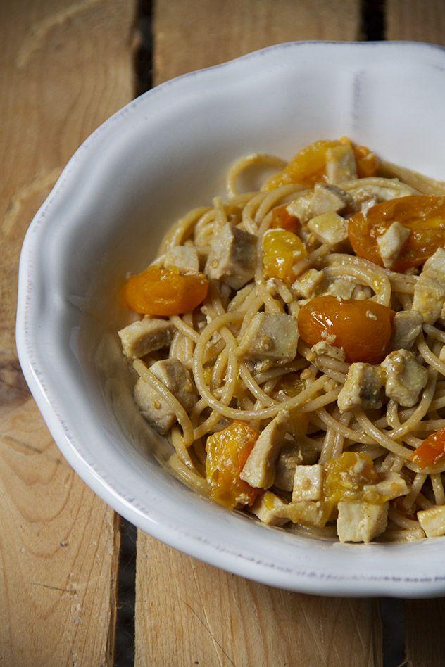spaghetti integrali al ragù di spada e datterini gialli