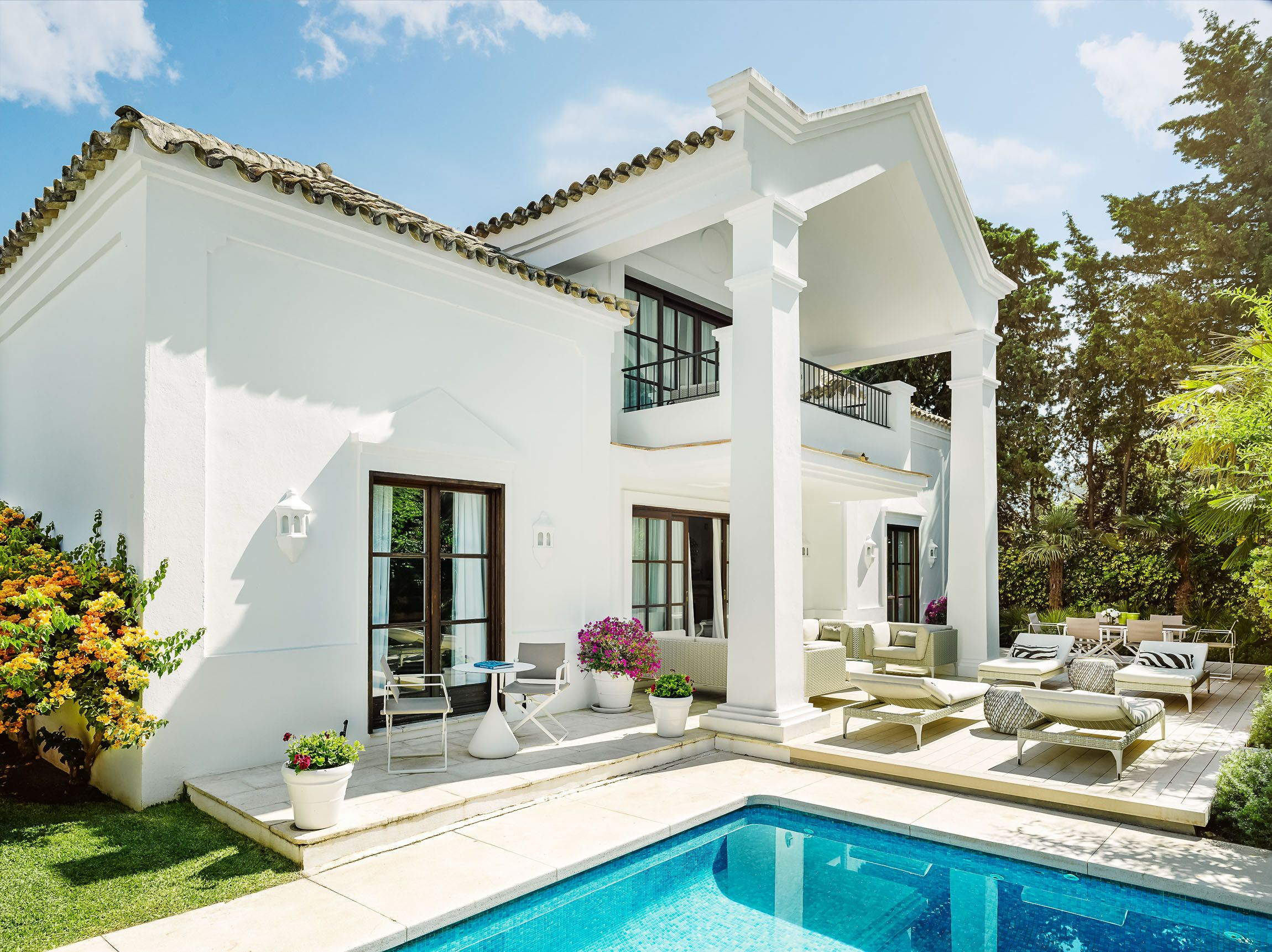 Check Out This Amazing Luxury Retreats Property In Costa Del Sol With 3 Bedrooms And A Pool Brow Luxury Homes Exterior Luxury Houses Mansions Marbella Villas