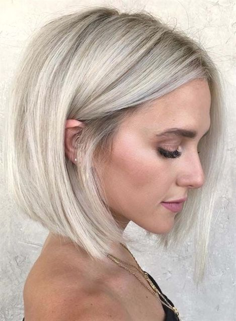 We Have Rounded Up Here Amazing Styles Of Blunt Bob Hairstyles And Haircuts For Women To Show Off Right Now Thick Hair Styles Hair Styles Platinum Blonde Hair