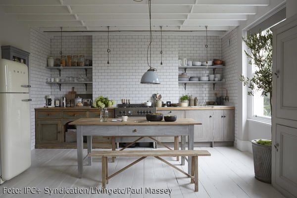 Rustikale Küchenmöbel ~ Esstisch und sitzbänke im vintage look metro fliesen rustikale