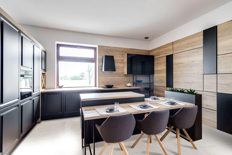 W Stylu Loftowym Wazna Role Odgrywa Przestrzen Ale Rowniez Odpowiednio Rozplanowane Oswietlenie Dzieki Naturalnemu Zrodlu Swiatla Wnet Lunch Table Table Home