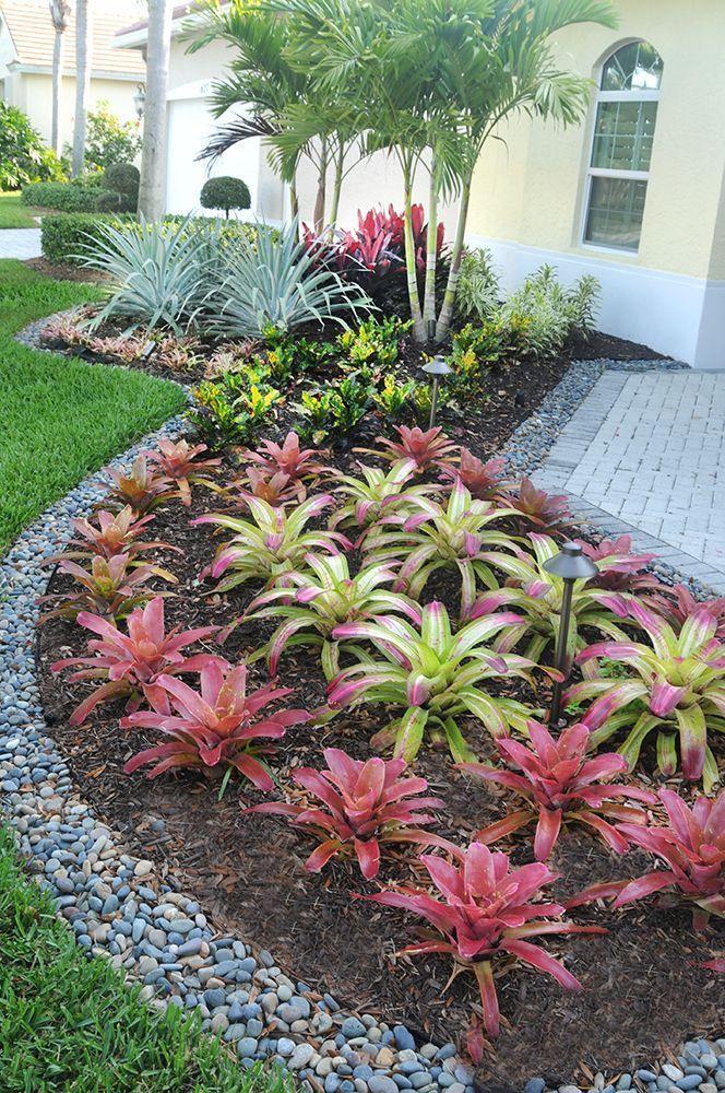 Tropical Patio Design Ideas, Renovations \ Photos #jardinespatios