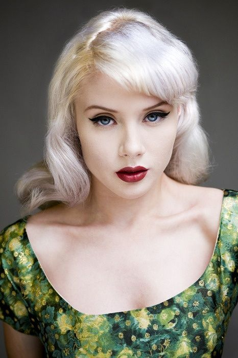 Very Effective With That Platinum Blond Hair, Pale Skin -5538