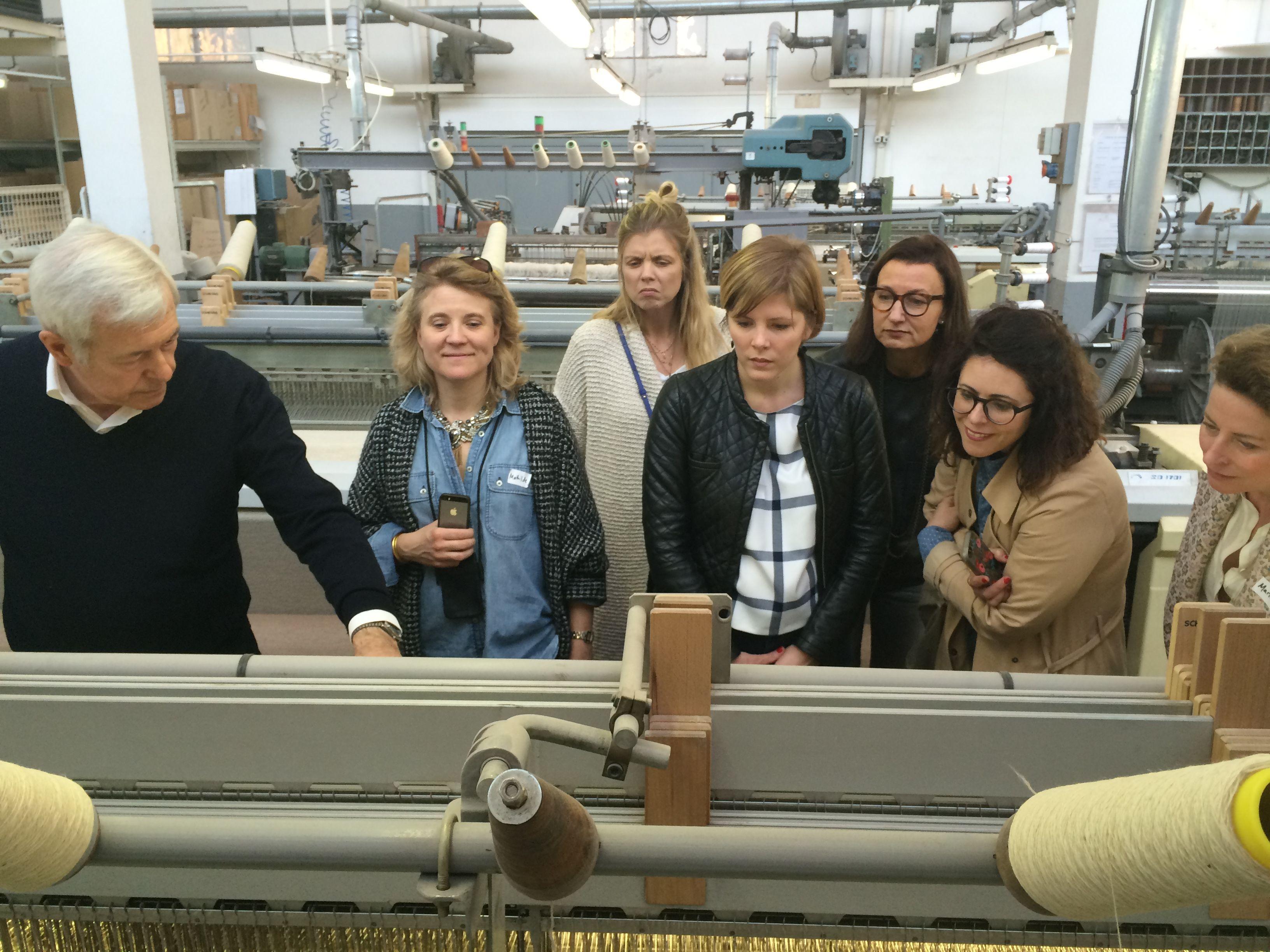 Les blogueuses Joyeuse Clique attentives et captivées par la visite guidée  de Pierre Brun. af747cdfcb0