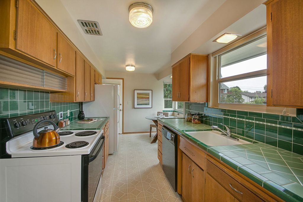 Great Traditional Kitchen With Teagan Cabinets, Large Ceramic Tile, 4X4 SEAFOAM  GREEN WALL TILE,