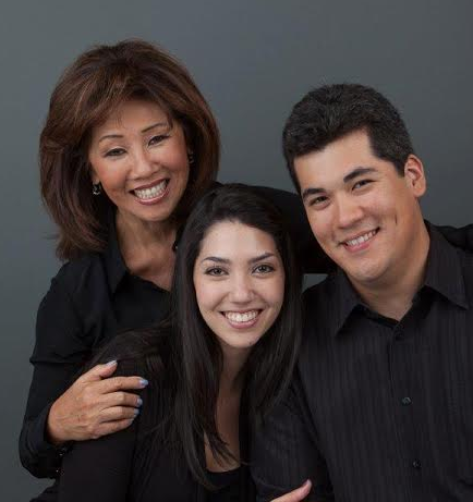 The 70-year-old Gorgeous news anchor Linda Yu with her two kids; son Ricky and daughter Francesca Baer