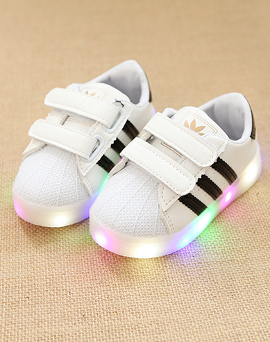 ef0aa6f25dbf Baskets Lumineuse Trois Bandes Avec Scratch Enfant Cute Baby Shoes