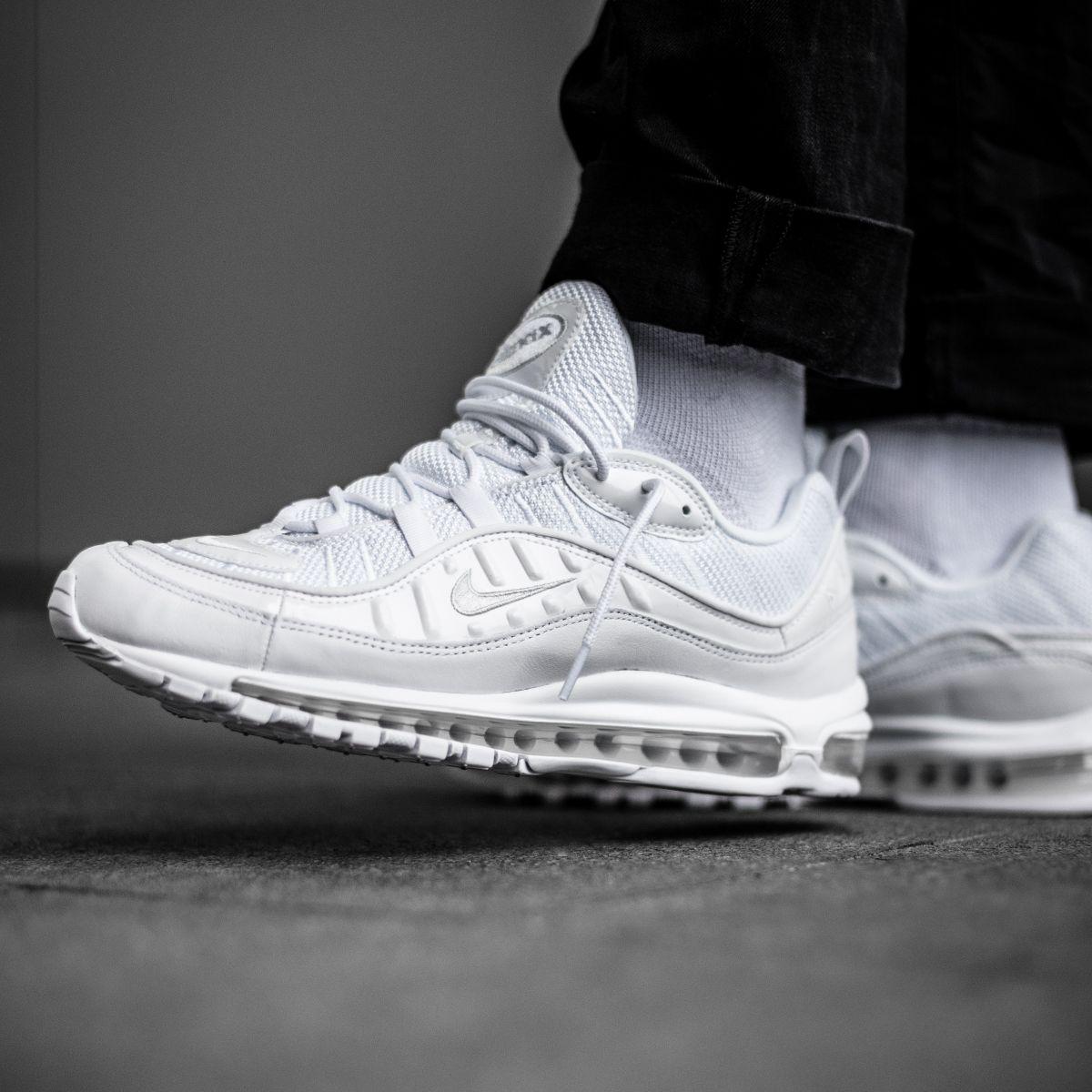 sports shoes 1b6ce bdd89 2019 的 Crispy clean! The Nike Air Max 98 in triple white is ...