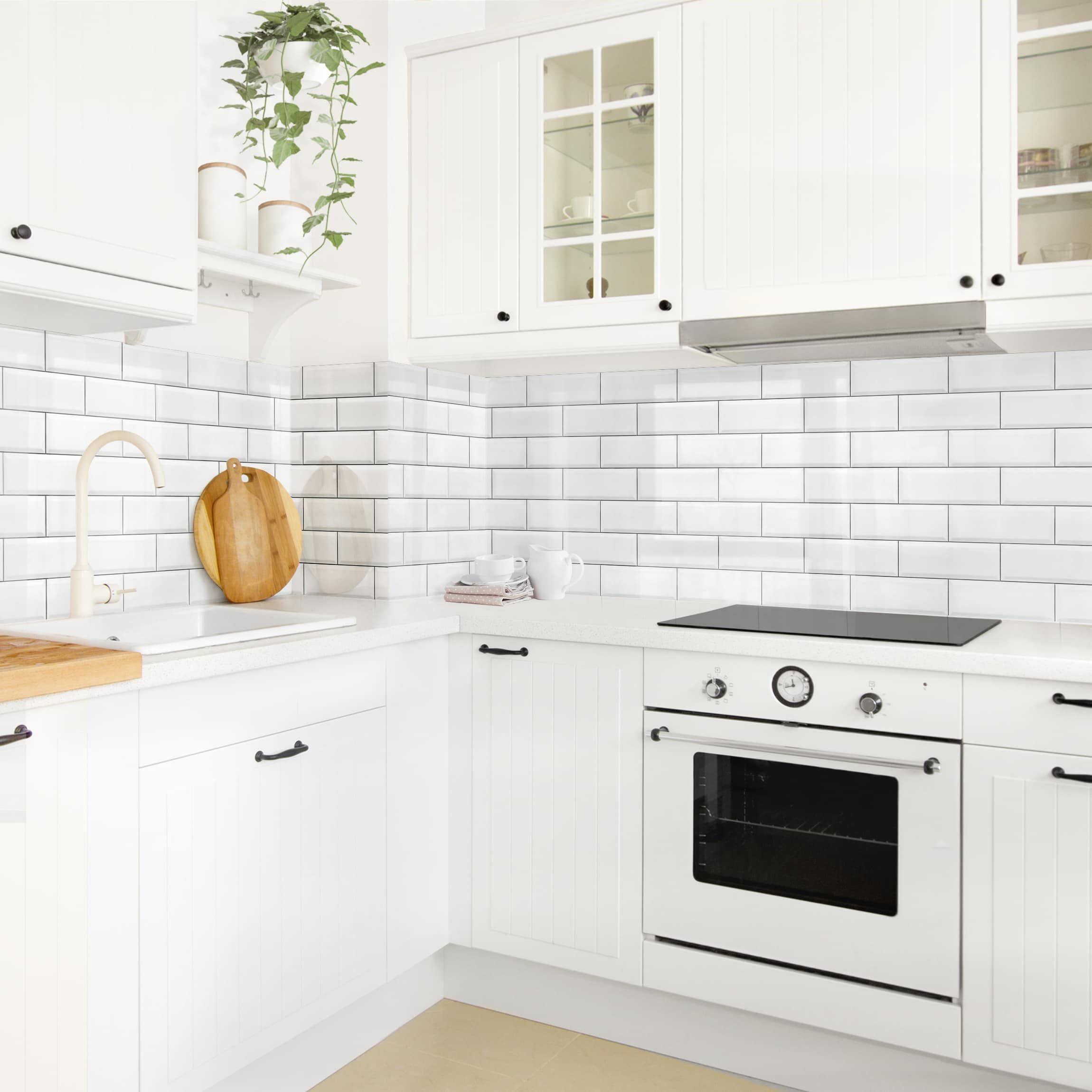 Rivestimento cucina - Mattonelle in ceramica bianche nel ...