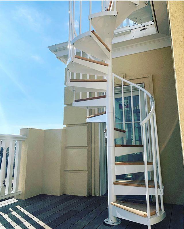 Best Featurefriday Roxanemoslehdesign's Custom Stair Was 640 x 480